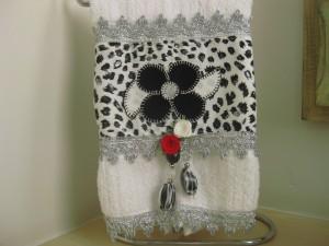 Toalha lavabo flor preta
